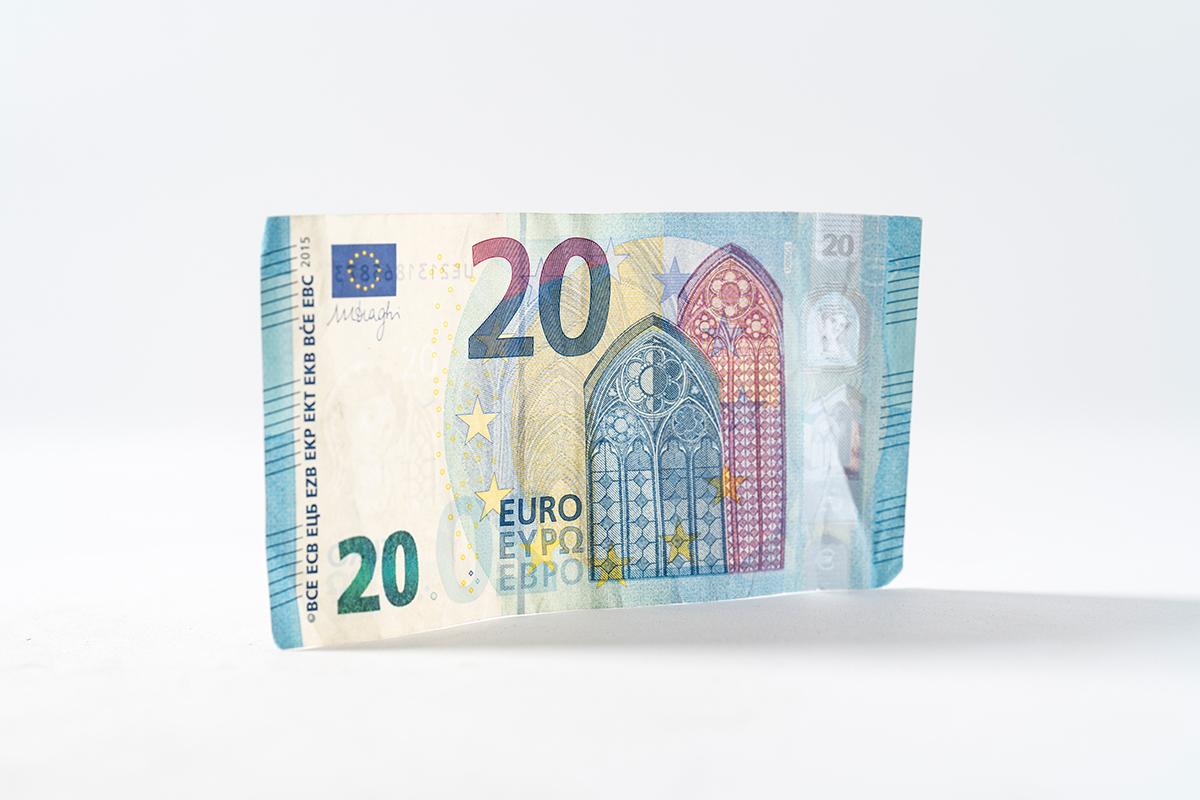 Теперь украинцы могут получать электронные деньги от нерезидентов photo